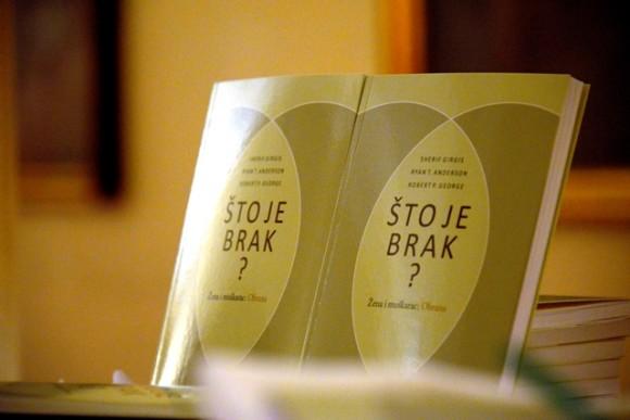 Najbolja knjiga o obrani braka: 'Što je brak?' dostupna u hrvatskom prijevodu!