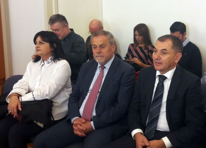 Bandiću i suoptuženicima u petak presuda zbog štandova za potpisivanje referendumske inicijative