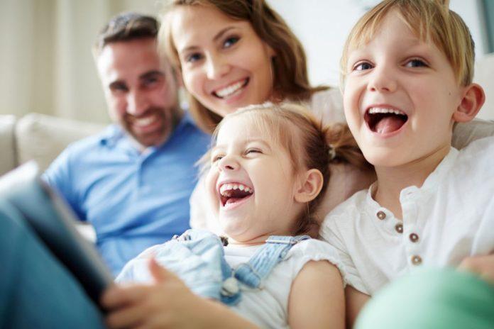BBC s mukom priznaje: Istraživanja potvrđuju da djeci koju podižu vjenčani roditelji ide bolje nego onoj koja odrastaju u izvabračnoj zajednici