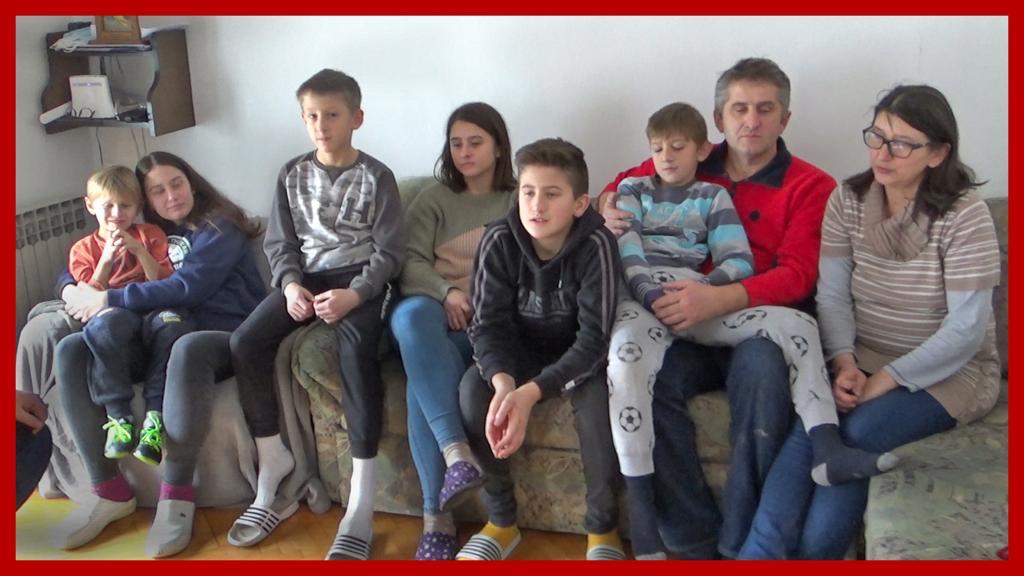 Osmeročlana obitelj Stuparić iz Petrinje u potresu ostala bez kuće i terena!