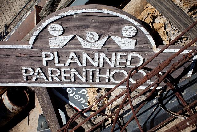 Planned Parenthood zaradio prošle godine 1,6 milijardi na pobačajima i postao 2. najveći dobavljač trans hormona