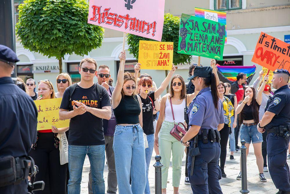 Možemo u pozadini prosvjeda protiv Hoda za život u Sisku: Uz 20-ak sudionika bio i Glavašević