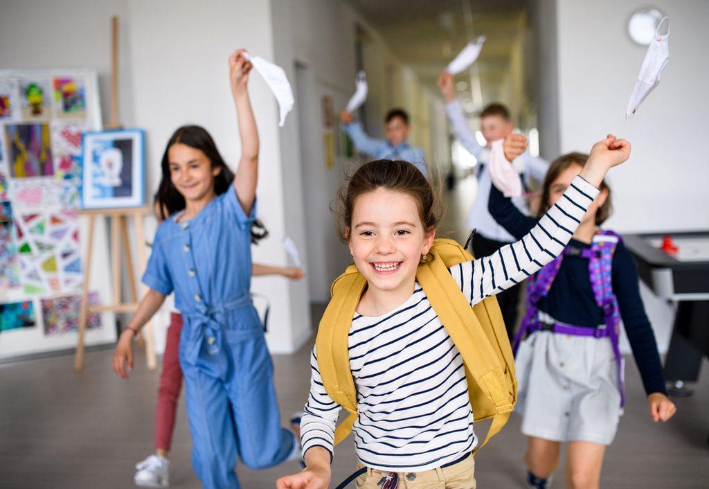 Engleska ukinula maske djeci i mladima u školama – ništa dramatično se nije dogodilo